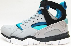 Huarache-Bball-2012-Stealth-Black-Blue-02