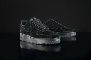 nike-air-force-1-low-triple-black-01